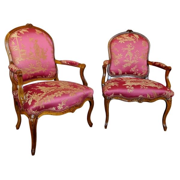 Paire de fauteuils à La Reine d'époque Louis XV, travail parisien, soierie chinoiseries