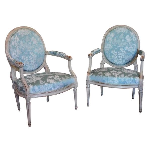 Paire de fauteuils médaillons à la Reine d'époque Louis XVI garnis de soie