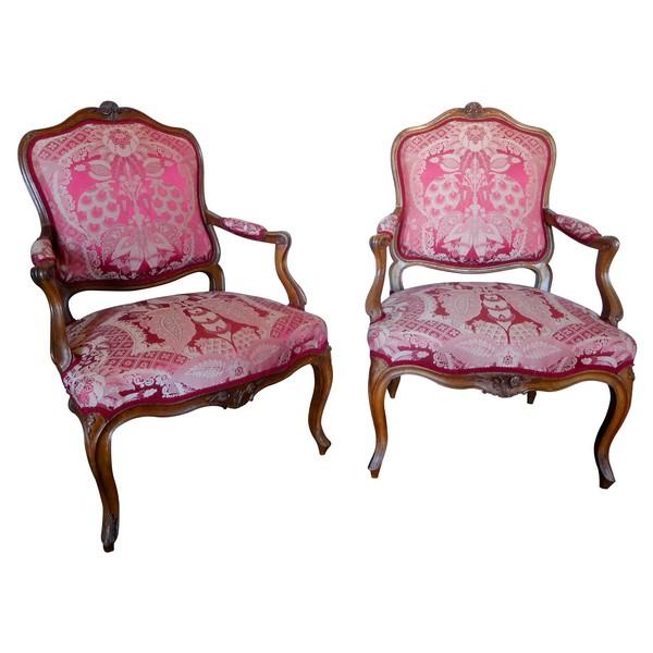 Paire de fauteuils à la Reine en noyer d'époque Louis XV - garniture de soie rouge