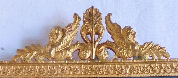Cadre miniature doré de style Empire aux chimères