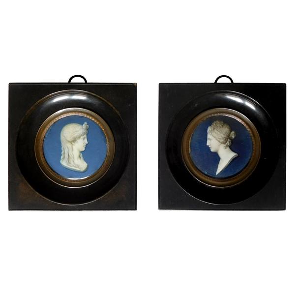 Paire de miniatures, camées en trompe l'oeil de bustes à l'antique, époque Empire