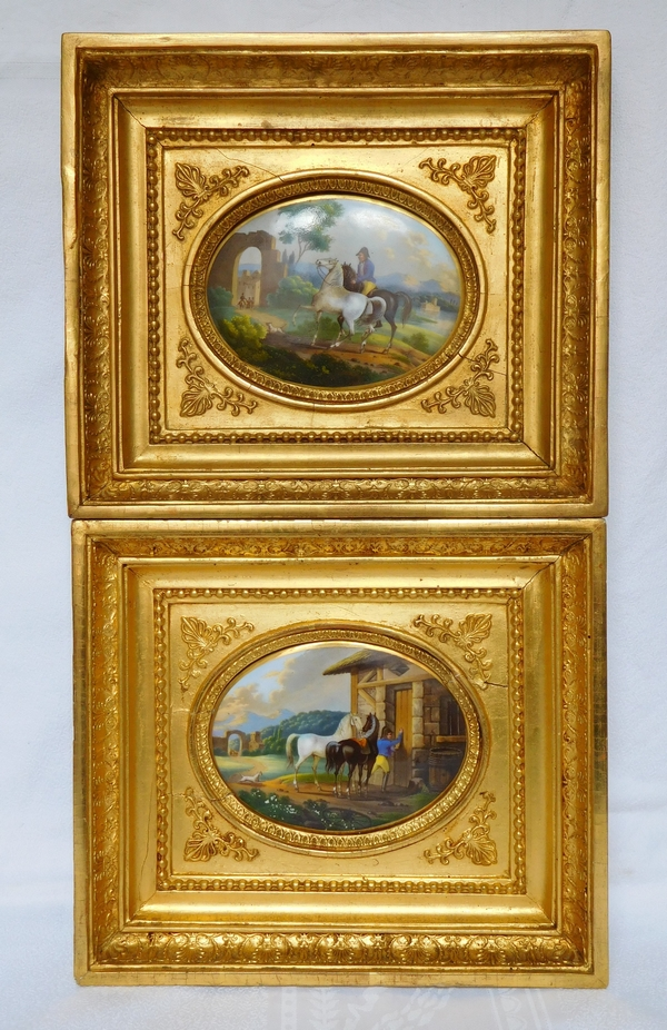 Paire de peintures sur porcelaine, l'éleveur de chevaux, cadres en bois doré époque Empire