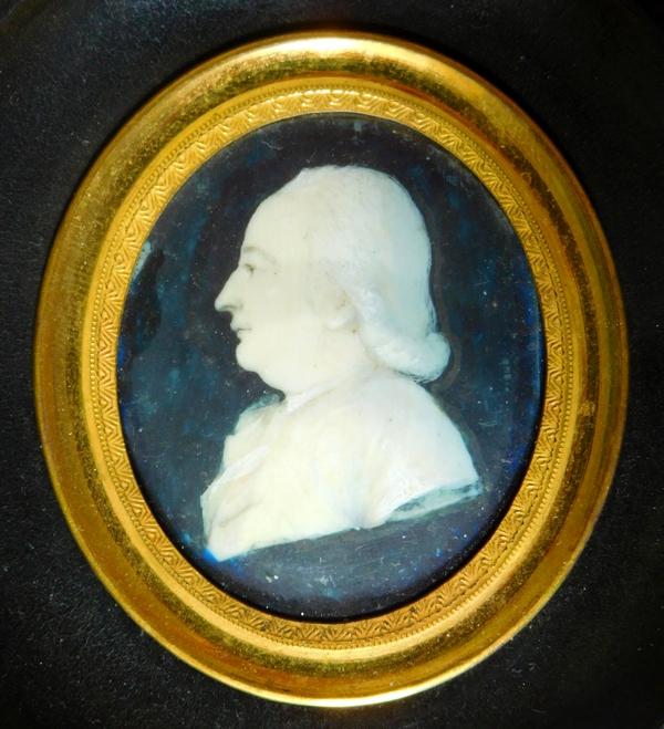 Miniature sur ivoire du XVIIIe siècle, portrait d'homme de profil dans un cadre XIXe